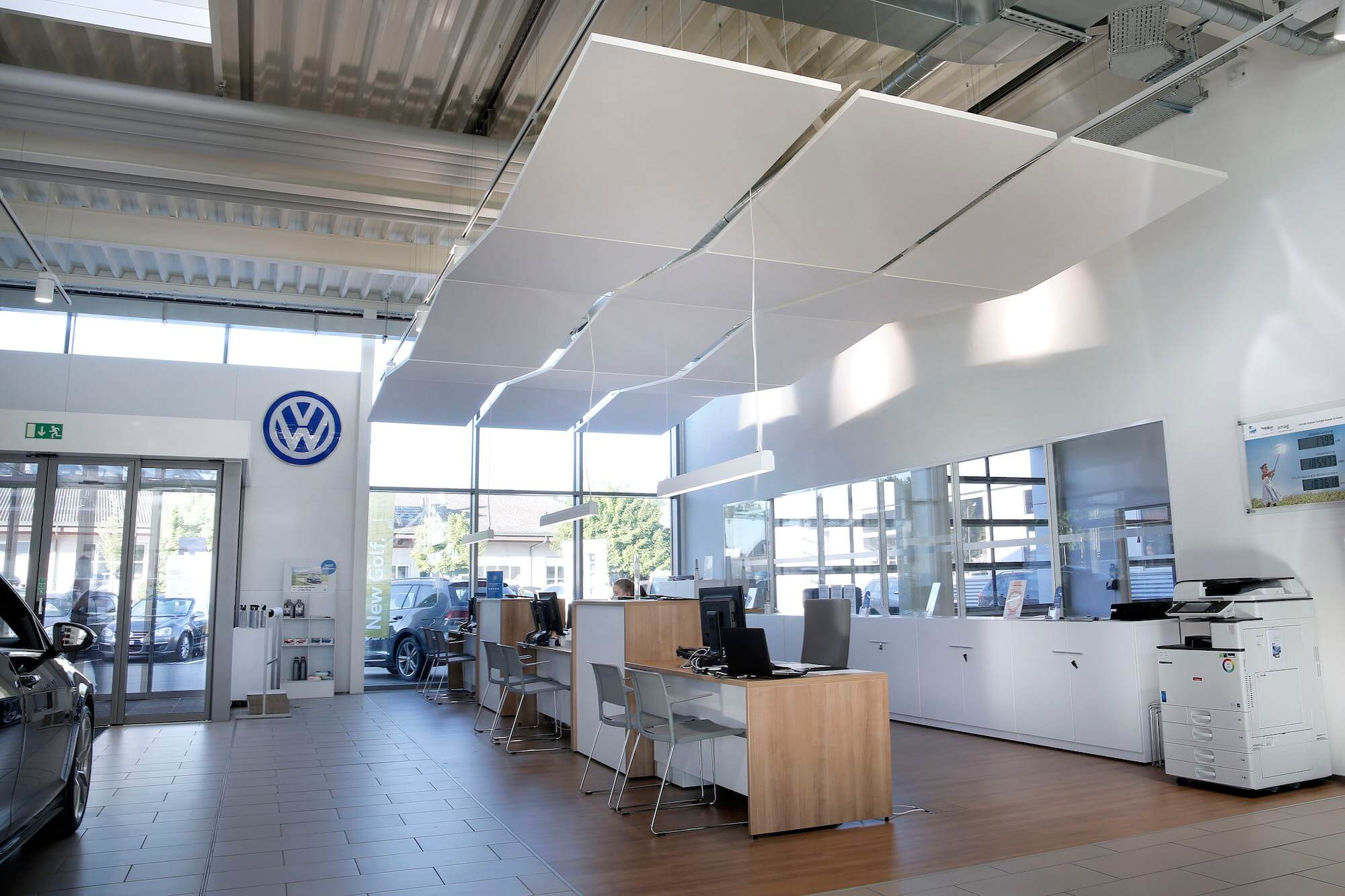 Akustikdecke im Verkaufsraum, Viktor Wyss AG in Flumenthal, Solothurn