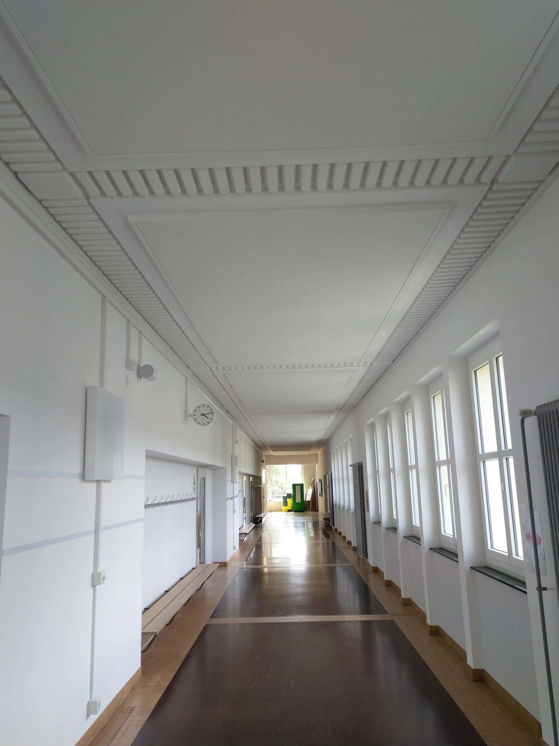 Akustikdecke für bessere Raumakustik in einem Schulhaus, Viktor Wyss AG in Flumenthal, Solothurn
