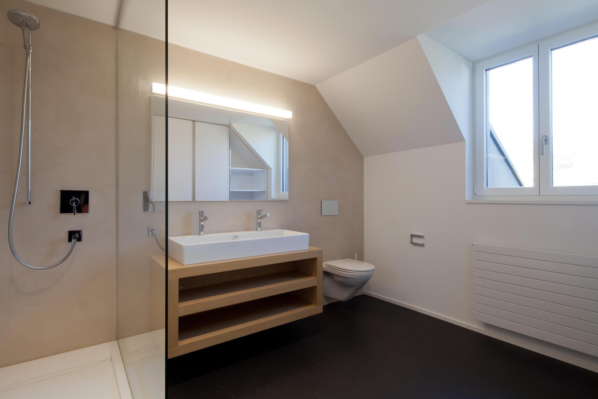 Bad mit fugenloser Wandbeschichtung durch die Viktor Wyss AG in Flumenthal, Solothurn