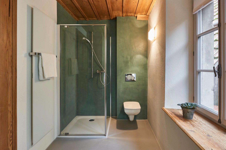 Badezimmer mit fugenloser Wandbeschichtung durch die Viktor Wyss AG in Flumenthal, Solothurn