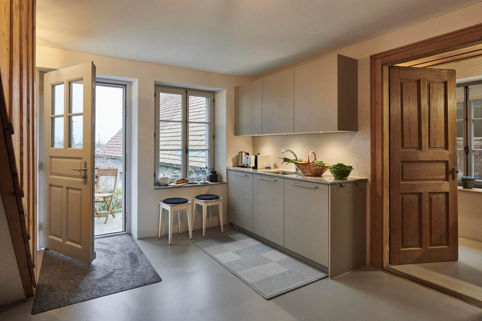 Küche mit fugenloser Wandbeschichtung durch die Viktor Wyss AG in Flumenthal, Solothurn